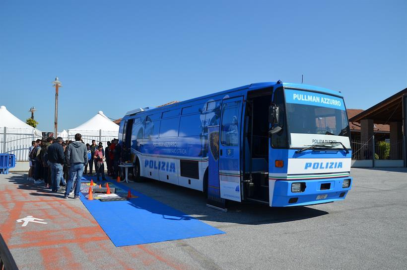 Pullman Azzurro Polizia Stradale